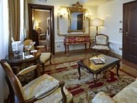 Vacation Hub International | Canal Grande Lobby