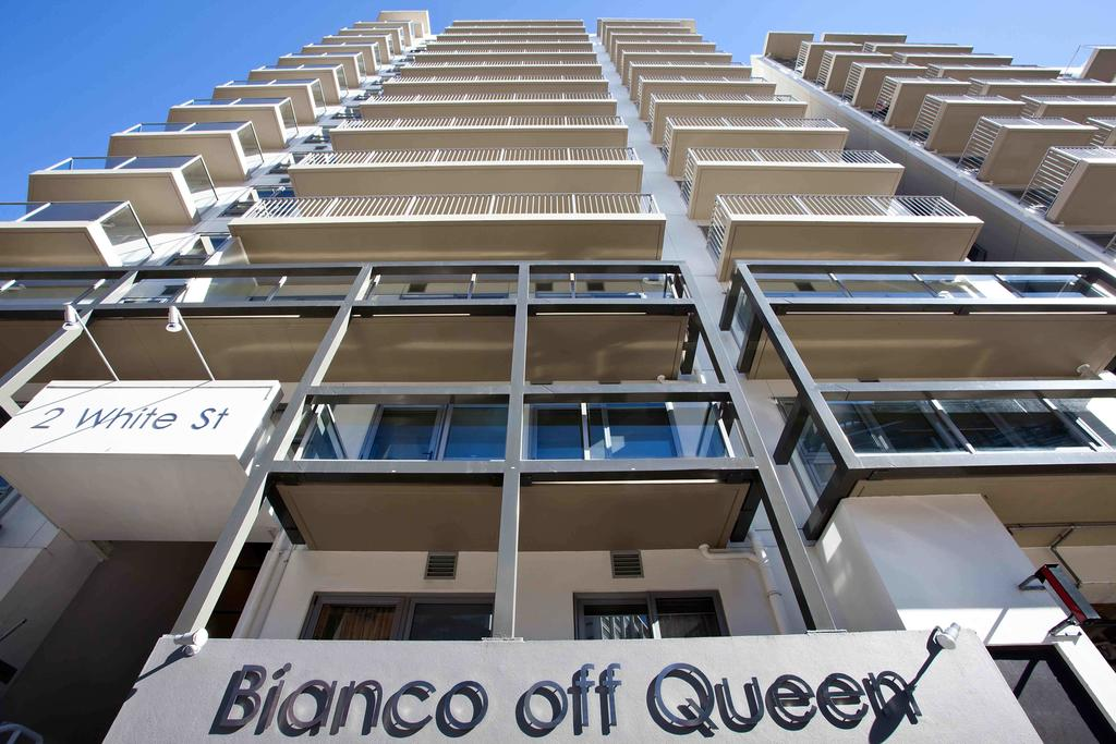 Vacation Hub International - VHI - Travel Club - Bianco off Queen Serviced Apartments