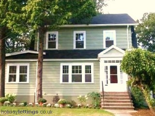 Vacation Hub International - VHI - Travel Club - Charming Home Near Astoria Park and NYC Ferry