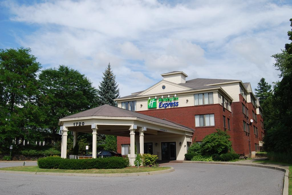 Vacation Hub International - VHI - Travel Club - Holiday Inn Express In South Burlington