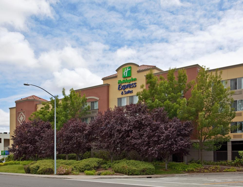 Vacation Hub International - VHI - Travel Club - Holiday Inn Express Hotel & Suites Belmont Hotel