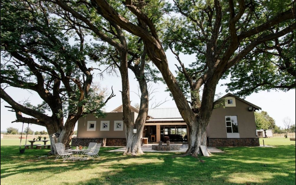 Vacation Hub International - VHI - Travel Club - Jahensu Safaris -Hunting lodge