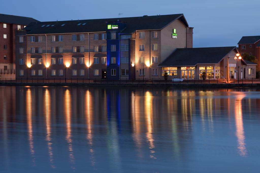Vacation Hub International - VHI - Express by Holiday Inn Cardiff Bay