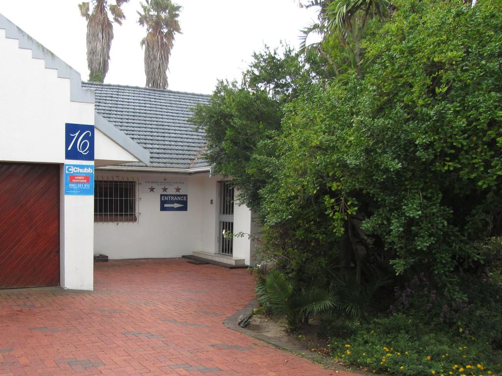 Vacation Hub International - VHI - Travel Club - Cape Town Palms Self Catering Accommodation